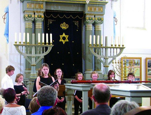 Sarabanda v rychnovské synagoze.