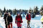 NEJEN V LÉTĚ ALE I V ZIMĚ se umějí skauti zabavit a vyrážejí na výpravy nebo spolu slaví Vánoce.