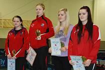 STUPNĚ VÍTĚZŮ dvouhry žen: (zleva) stříbrná Daniela Rozínková, zlatá Simona Šlehobrová a bronzové sestry Hana a Blanka Jakubcovy
