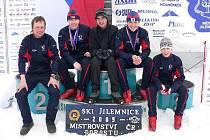 Petr Michl  (vlevo) se svými svěřenci v Jilemnici.
