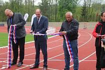 Ze slavnostního otevření zrekonstruovaného stadionu v Dobrušce.