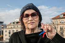 Marta Kubišová převzala klíče symbolizující 30 let svobody.