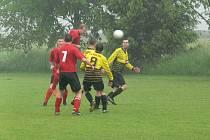 Čtyři góly vstřelili fotbalisté Křovic do sítě  Rovně. Autorem jedné z branek  byl Michal Malý.