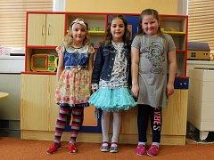 Do školy se už těší Zuzanka, Adélka a Zuzanka.