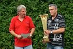 Po závěrečném hvizdu vypukla velká radost, která vyvrcholila převzetím poháru z rukou starosty města Dobrušky Petra Tojnara a předsedy FC Santus Dobruška Ivana Koláčného.