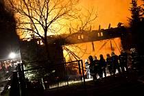 Noční požár stodoly s dílnou způsobil škodu za pět milionů