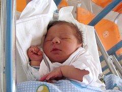 ADAM TRUHLÁŘ se narodil rodičům Tereze a Martínovi z Třebechovic 6. března 2017 ve 12.33 hodin s mírami 3 720g a 48 cm. Jde o jejich první dítě a tatínek se u porodu choval statečně.