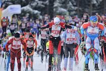 V bílé stopě. Již po jednatřicáté se letos vydali na trať Orlického maratonu běžci na lyžích. Pořadatelé ze SKI Skuhrov nad Bělou přivítali na tratích v Deštném v Orlických horách kvalitní a početné startovní pole.