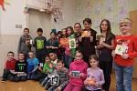 Čtvrťáci s vánočními přáními od partnerských škol zapojených do projektu.