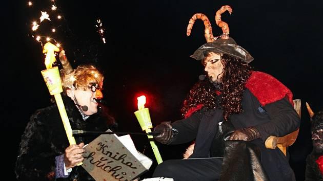 Mikuláš s Luciferem v Opočně