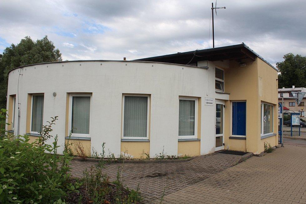 Bývalá čekárna autobusového nádraží v Rychnově