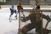 ŠEST KOL má za sebou letošní ročník Rychnovské hokejové ligy. Příští týden se uskuteční šest zápasů sedmého kola a po vánoční přestávce bude soutěž pokračovat až v novém roce.