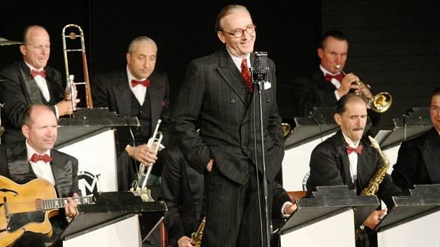VYPRODANÉ DOBRUŠSKÉ KINO bude v neděli tleskat Ondřeji Havelkovi a jeho Melody Makers.