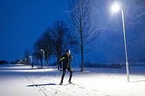 Noční osvětlený běžkařský okruh v Orlickém Záhoří na Rychnovsku.