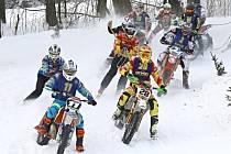 NA TRATI. Závody MČR a Orlického poháru v motoskijöringu přilákaly do Klášterce nad Orlicí rekordní počet dvojic.