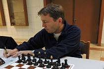 PETR KAČÍREK v utkání s béčkem Tatranu Litovel zvítězil nad Zdeňkem Beilem a přispěl k celkovému vítězství Pandy.