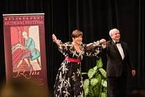 LAUREÁT LETOŠNÍ CENY Mezinárodního hudebního festivalu Jaroslav Šaroun doprovázel světoznámou mezzosopranistku Dagmar Peckovou při koncertě na Věkově festivalu před dvěma lety.