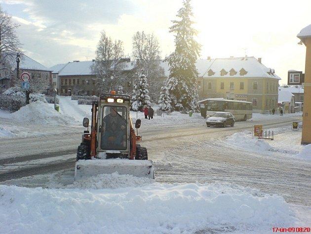 Městečko Solnice zahalil, podobně jako celé Rychnovsko, sníh. Romantická atmosféra a hodně práce s odklízením.