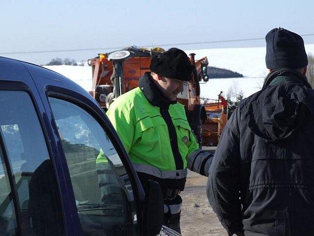 Policie si došlápla na řidiče. Tentokrát hlídky zamířily do hor, zajímaly je pneumatiky