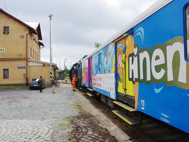 KINEMATOVLAK UŽ STOJÍ na vlakovém nádraží v Dobrušce. První film Signály z neznáma na motivy proslulého českého komiksu Čtyřlístek bude promítat v úterý od 16 hodin.