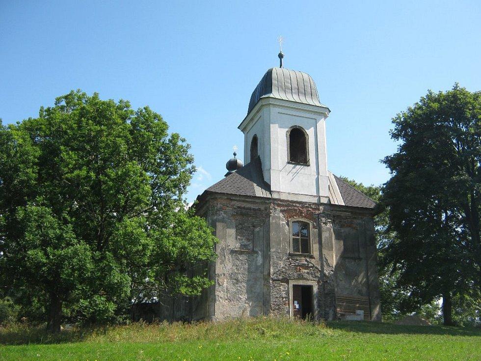 Kostel sv. Matouše v Deštném v Orlických horách.