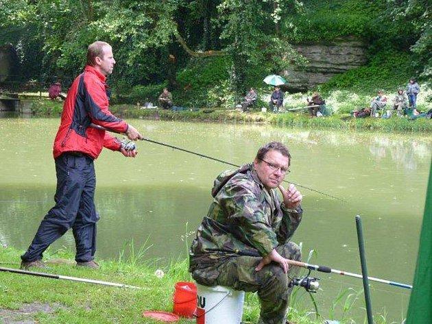 Zlatí kapři nástrahám rybářů unikli