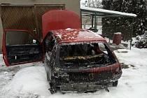 V Hrošce vzplanul automobil, zásah měl tragický konec.