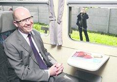 Týnišťské nádraží si prohlédl i premiér Bohuslav Sobotka,   projel se po trase, která se má modernizovat. Vláda tyto akce podpoří.