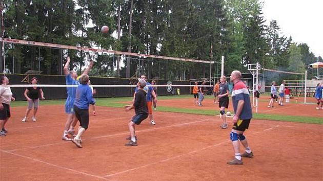Volejbalový klub Auto Škoda Kvasiny se stal dalším z míst, kde se slavilo kulaté výročí
