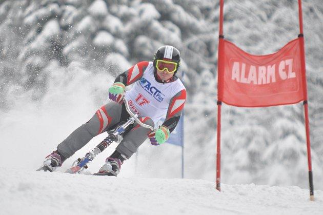 ZÁKLAD ÚSPĚCHU. Aleš Housa zahájil letošní ročník Světového poháru druhým místem v obřím slalomu v Deštném v O. h.
