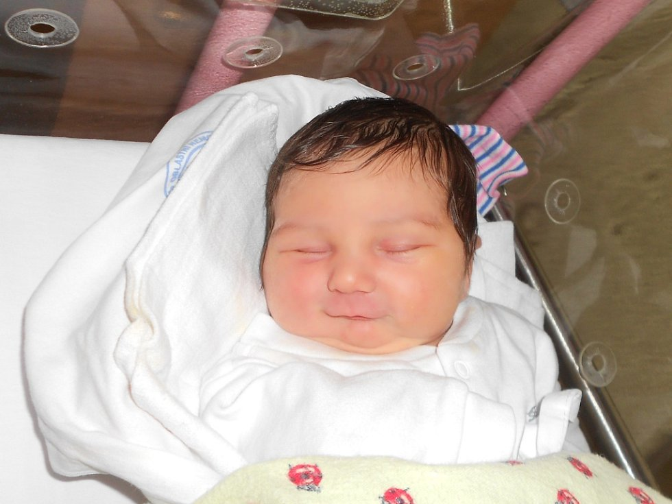 ELIŠKA NOVÁ se narodila s váhou 3 400 g a délkou 48 cm 14. prosince 2018 ve 3.48 hodin manželům Lucii a Jakubovi Novým ze Záměle. Z miminka se těší nejen rodiče, ale také bratr Matýsek. Tatínek byl mamince u porodu velkou oporou.