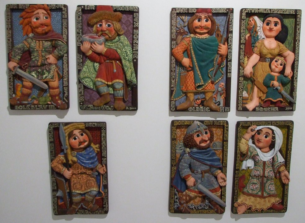 Panovníci Jarmily Haldové nyní pobývají v Městském muzeu a galerii Svitavy.