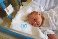 VOJTÍŠEK KONEČNÝ: Rodiče Věra Pinkasová a Honza Konečný z Opočna přivedli na svět syna. Narodil se 13. 8. ve 2.03 hodin s váhou 3,89 kg a délkou 51 cm. Doma se na brášku těšil Vašík. Tatínek to u porodu zvládal na jedničku.