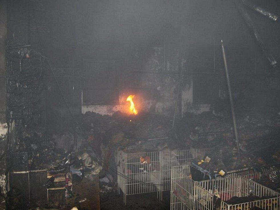 Požár prodejny oděvů v Dobrušce