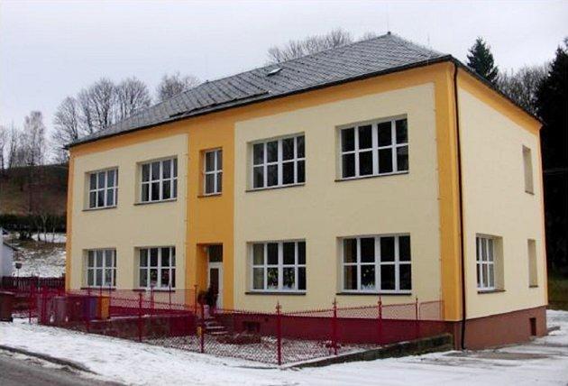 Do této budovy zasednou již brzy do lavic žáci se zdravotním postižením.  Bývala škola během loňského roku prošla velkou rekonstrukcí, teď se může těšit na vnitřní úpravy.