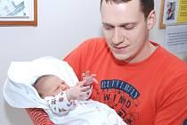 LUCIE ŠEDOVÁ: Rodiče Kateřina Kodešová a Pavel Šeda z Častolovic mají radost z narození první dcery Lucie. Narodila se 20.12. (3,58 kg a 52 cm). Tatínek byl u porodu a zvládl to výborně.