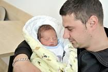TOMÁŠ VARADI poprvé uviděl svět 11. června ve 12.11 hodin. Z prvního syna se radují rodiče Eva Manová a Pavel Varadi z Doudleb nad Orlicí. Chlapeček vážil 3,63 kg.