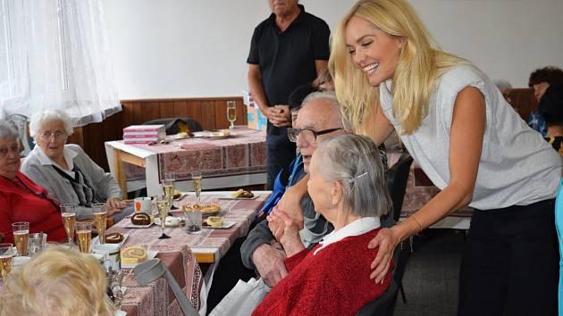 Seniory navštívila Taťána Gregor Brzobohatá.