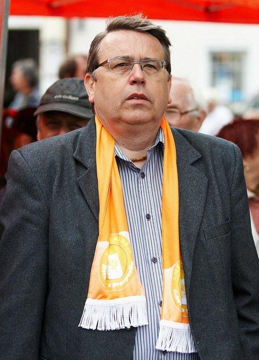 Předvolební mítink ČSSD v Rychnově nad Kněžnou (hejtman Lubomír Franc).
