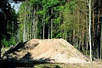 Kostelecká suť nekončí v silážní jámě ve Štěpánovsku, jak se obyvatelé obce obávali.