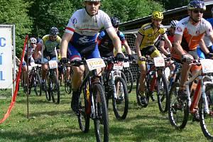START. Závodu horských kol v Kounově se zúčastnilo celkem devětačtyřicet jezdců všech věkových kategorií.