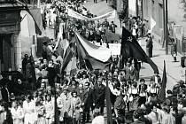 Prvomájový průvod v Rychnově nad Kněžnou 1972.