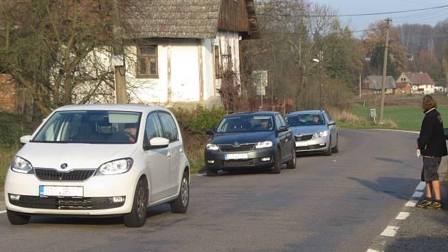 Silnici v Sykově-Slemeně řidiči využívají často při cestování mezi Rychnovem nad Kněžnou a Častolovicemi.