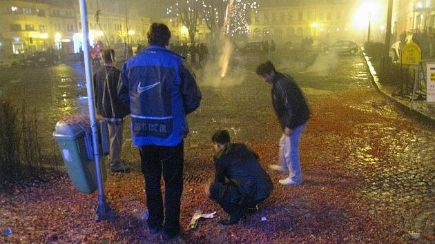 Silvestr 2009 na rychnovském Starém náměstí.