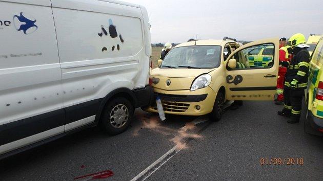 Dopravní nehoda tří osobních vozidel vLípě nad Orlicí.