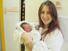 NATÁLIE MATYSOVÁ se narodila 13. února v 9.53 hodin rodičům Petře Slavíkové a Slávku Matysovi z Dobrušky. Po narození vážila 3,31 kg a měřila 50 cm. Tatínek u porodu pomáhal, masíroval mamce záda a zvládl to na výbornou.