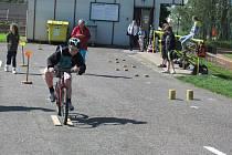OKRESNÍHO KOLA DOPRAVNÍ SOUTĚŽE MLADÝCH CYKLISTŮ SE účastnilo 84 dětí ze 14 základních škol. Vítězství v mladší kategorii si nakonec odvezla ta z Vamberka. Prvenství mezi staršími žáky obhájili cyklisté z Častolovic.