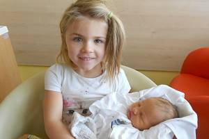 Mariana Kalenská se narodila s váhou 3 340 g a délkou 49 cm 4. ledna 2019 v 8.35 hodin Miriam a Honzovi z Dobrušky. Z miminka se těší také sourozenci Dorotka a Tonda. Tatínek byl u porodu perfektní.