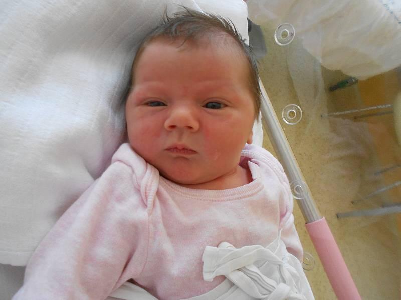 MIA KREJČÍ přišla na svět 27. července v 6.35 hodin. Měřila 53 cm a vážila 3720 g. Obrovskou radost udělala svým rodičům Zuzaně Myšákové a Milanu Krejčí z Rychnova nad Kněžnou. Doma se těší sestřička Ema. Tatínek byl u porodu a zvládl to na jedničku.