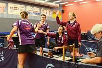 RADOST. Extraligové stolní tenistky SK Dobré se dočkaly první letošní výhry, když v sobotu na domácích  stolech zdolaly B-tým SKST Mart Hodonín.